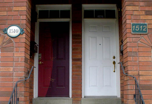 Side-by-side doors are labeled 1510 in Didot and 1512 in Arial Italic