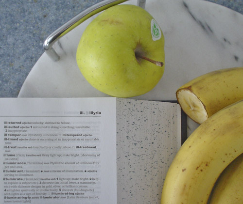 Dictionary shows headwords 'ill.' and 'Illyria' next to apple and bananas