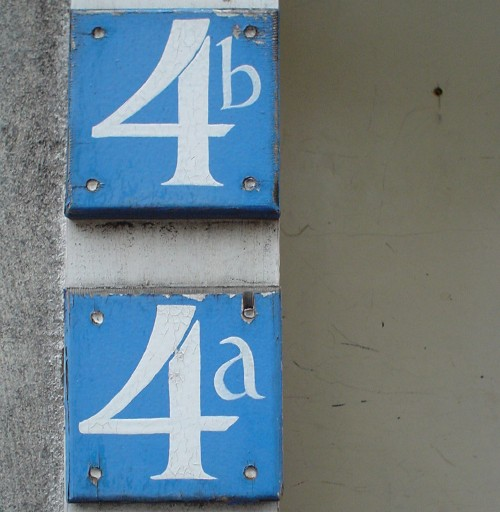 White letters on blue squares read 4a and 4b