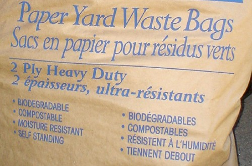 'Paper Yard Waste Bag Sacs en papier pour résidus verts' is typeset in Perpetua Italic, with other text in Avant Garde Gothic Condensed