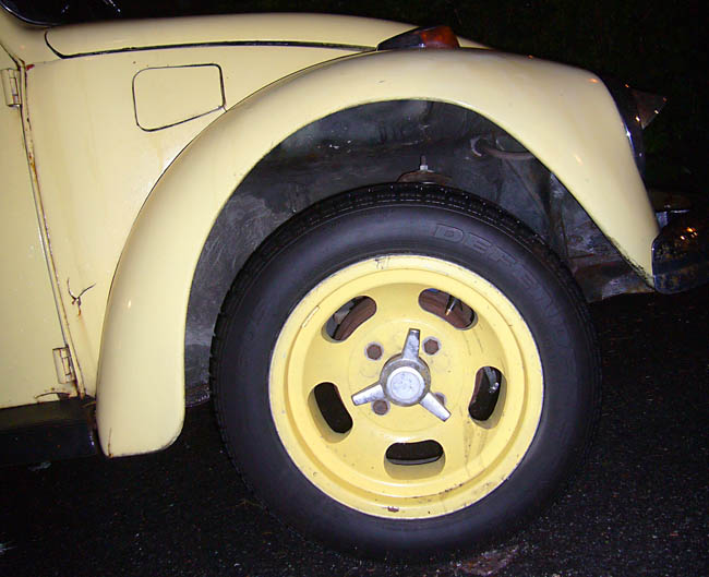 Yellow Beetle fender with matching yellow aftermarket wheel
