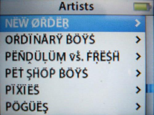 iPod screen labelled Artists lists NËẄ ØŘĎËṞ, OŔḊÏṄÅRŸ ḂÖŸṠ, PËÑḒÜḶÜṂ ṽṧ. ḞṜËṨḦ, PËṪ ȘḦŐṔ ḂÖŸṠ, PÏẌÏËṤ, PÖĠÜËŞ