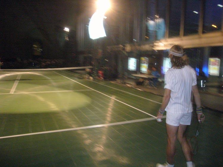 Björn Borg manqué playing tennis on a night court