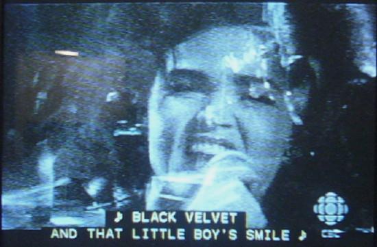 Alannah Myles: ♪ BLACK VELVET IN THAT LITTLE BOY'S SMILE ♪